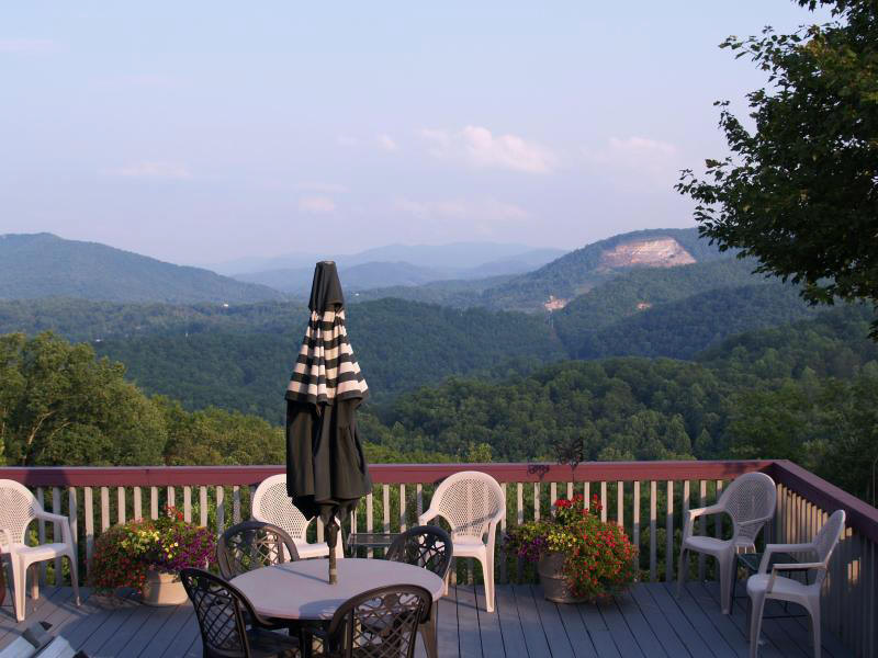 Vacation Condo Studio With Incredible Mountain Views